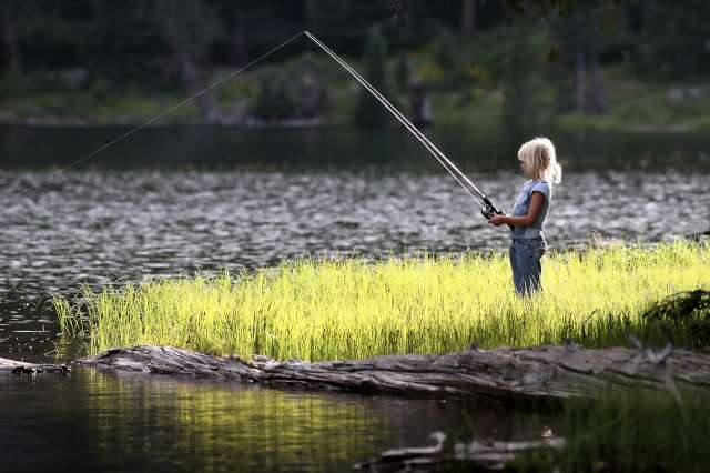 girl_fishing_0052-640
